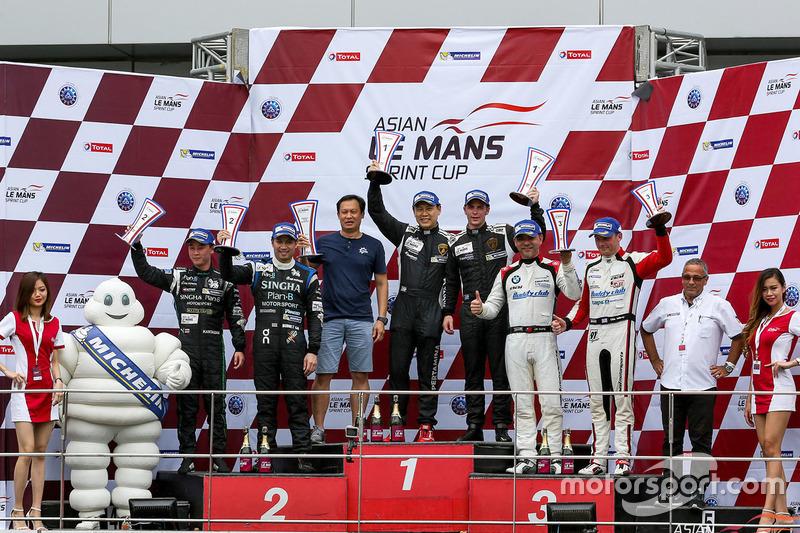 Podium GT: winners #98 Arrows Racing Lamborghini Gallardo GT3 FL2: Maxx Ebenal, Michael Choi, second