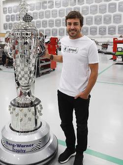 Фернандо Алонсо и трофей BorgWarner