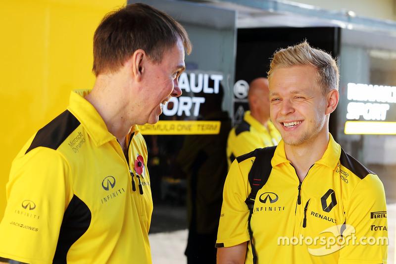 (L to R): Alan Permane, Renault Sport F1 Team Trackside Operations Director with Kevin Magnussen, Renault Sport F1 Team