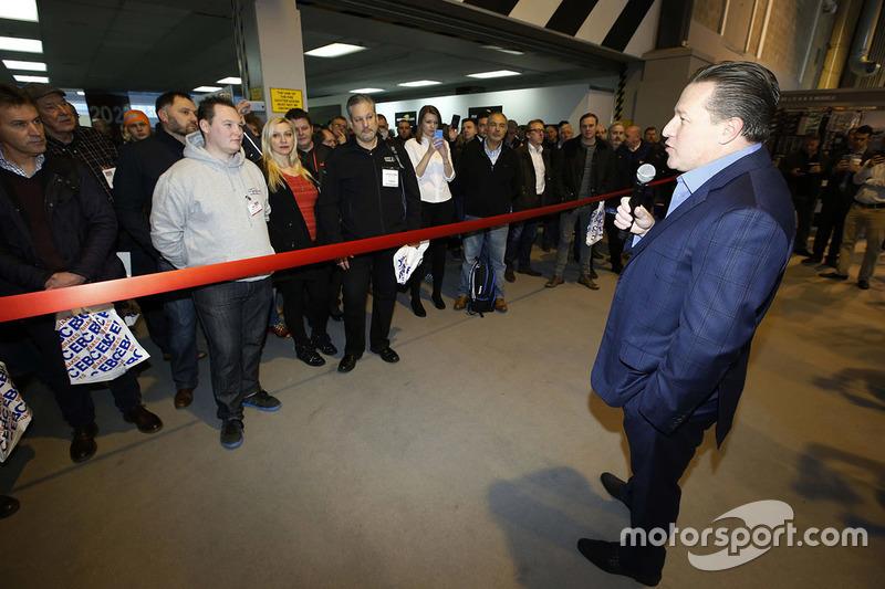 Zak Brown, Vorsitzender von Motorsport Network, eröffnet die Autosport International Show 2017