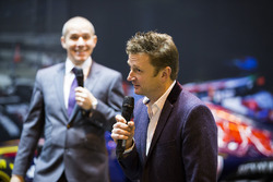 Allan McNish on the F1 Racing stand