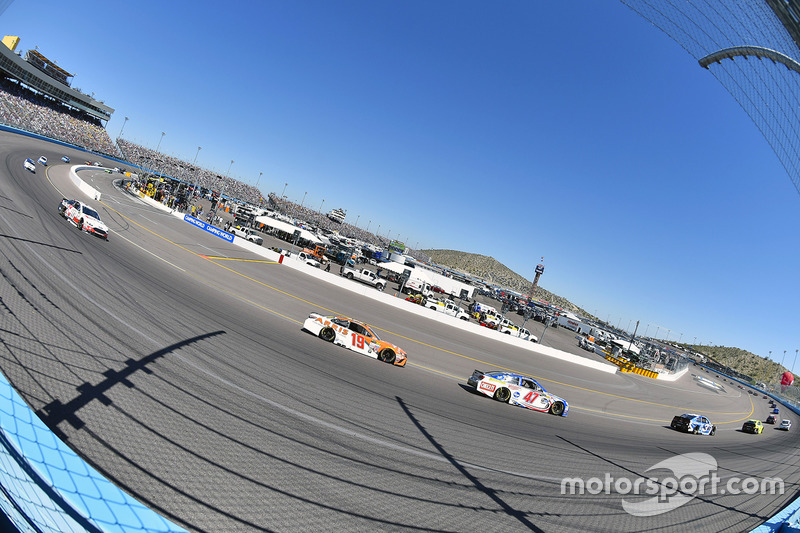 A.J. Allmendinger, JTG Daugherty Racing, Chevrolet; Daniel Suarez, Joe Gibbs Racing ,Toyota