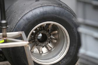 Заднє колесо Haas F1 Team VF-18