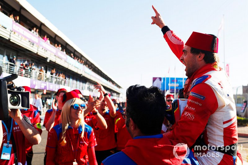 Jérôme d'Ambrosio, Mahindra Racing, celebrates with his team after winning the race