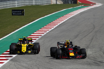 Max Verstappen, Red Bull Racing RB14, Carlos Sainz Jr., Renault Sport F1 Team R.S. 18