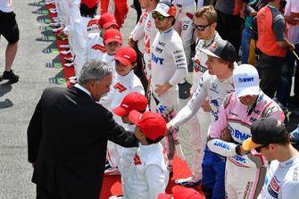 Chase Carey, Chief Executive Officer ed Executive Chairman del Formula One Group e Brendon Hartley, Scuderia Toro Rosso, in griglia di partenza