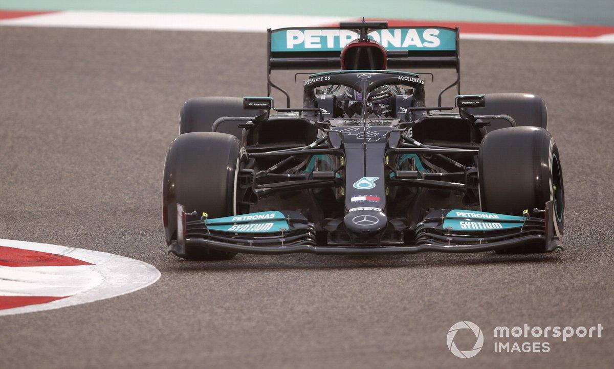 Lewis Hamilton sulla Mercedes W12