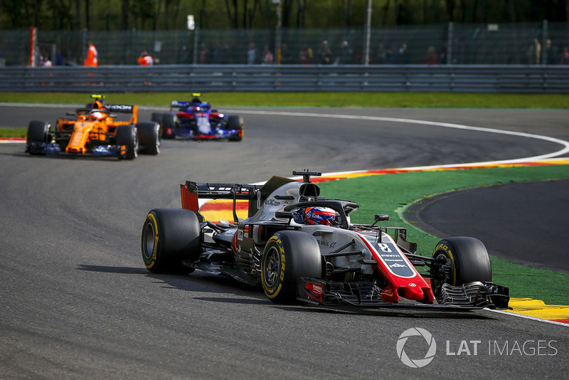 Romain Grosjean, Haas F1 Team VF-18 y Stoffel Vandoorne, McLaren MCL33