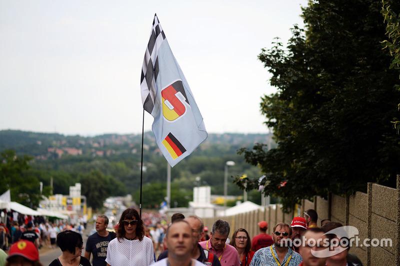 Nico Rosberg, Mercedes AMG F1 flag and fans