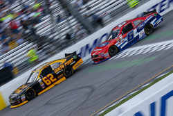 Brendan Gaughan, Richard Childress Racing Chevrolet, und Darrell Wallace Jr., Roush Fenway Racing Fo