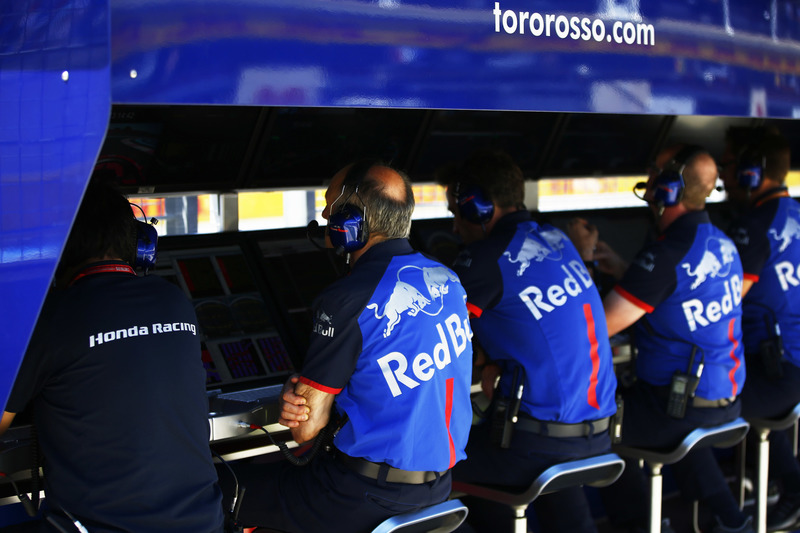 Franz Tost, Team Principal, Toro Rosso, and the Toro Rosso team on the pit wall