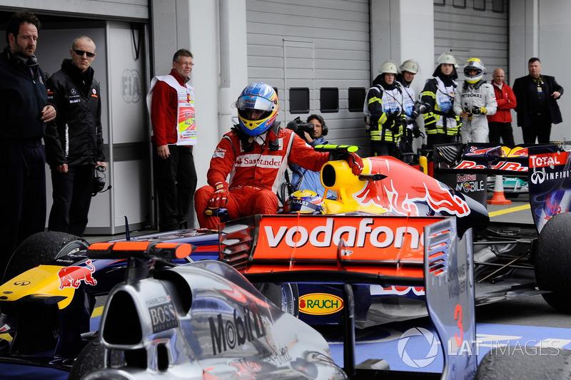 Nürburgring 2011 : Mark Webber (Red Bull) lleva a Fernando Alonso (Ferrari)