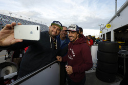 Fernando Alonso, United Autosports met fans