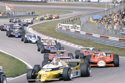 Départ : Jean-Pierre Jabouille, Renault RE20, devant Nelson Piquet, Brabham BT49-Ford Cosworth, Bruno Giacomelli, Alfa Romeo 179B, Gilles Villeneuve, Jody Scheckter, Ferrari 312T5, Mario Andretti, Lotus 81-Ford Cosworth, John Watson, McLaren M29C-Ford Cosworth, Didier Pironi, Ligier JS11/15-Ford Cosworth, Elio de Angelis, Lotus 81-Ford Cosworth, Riccardo Patrese, Arrows A3-Ford Cosworth, Jean-Pierre Jarier, Tyrrell 010-Ford Cosworth, Eddie Cheever, Osella FA1-Ford Cosworth, et Nigel Mansell, Lotus 81B-Ford Cosworth