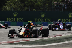 Max Verstappen, Red Bull Racing RB14, leads Pierre Gasly, Toro Rosso STR13