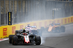 Kevin Magnussen, Haas F1 Team VF-18 Ferrari, locks a brake
