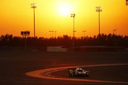 #2 Porsche Team Porsche 919 Hybrid: Timo Bernhard, Earl Bamber, Brendon Hartley in the garage