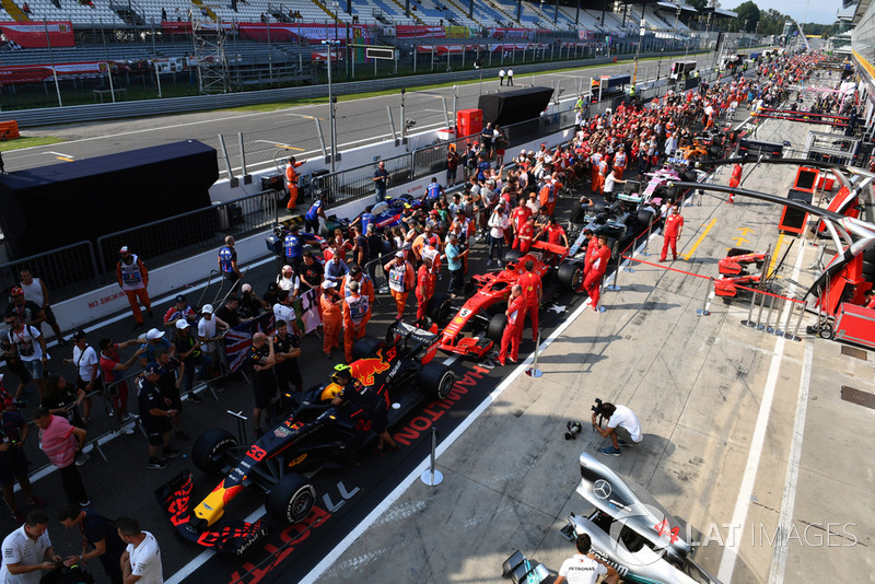 F1 cars and fans in pit lane