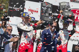 Podium : les vainqueurs Ott Tänak, Martin Järveoja, Toyota Gazoo Racing WRT Toyota Yaris WRC