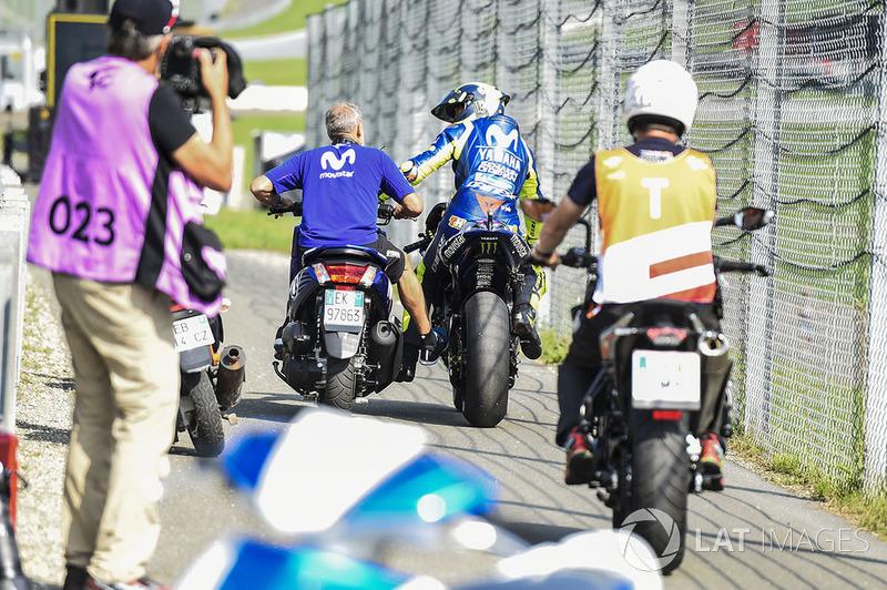 Valentino Rossi, Yamaha Factory Racing, remolcado