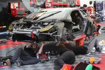 #48 Paul Miller Racing Lamborghini Huracan GT3 crew at work