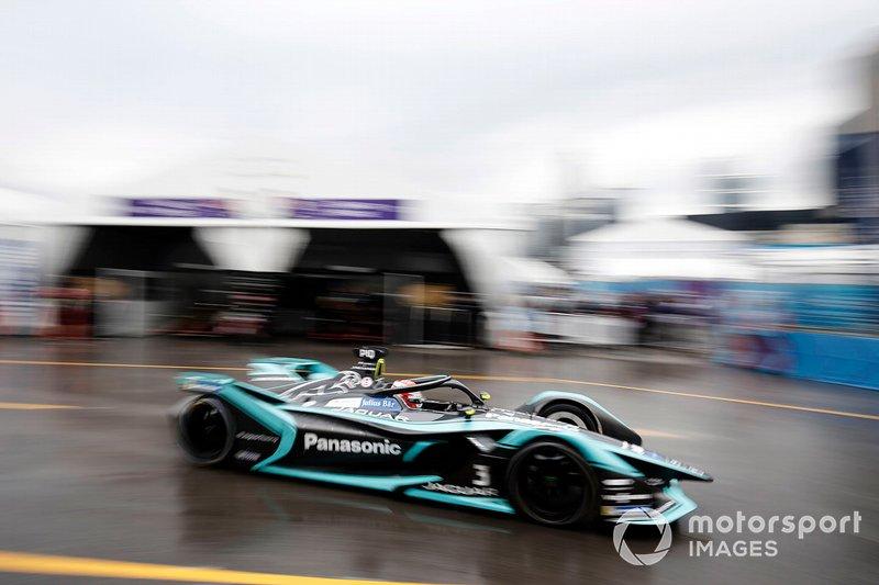 Nelson Piquet Jr., Panasonic Jaguar Racing, Jaguar I-Type 3 transita in pit lane
