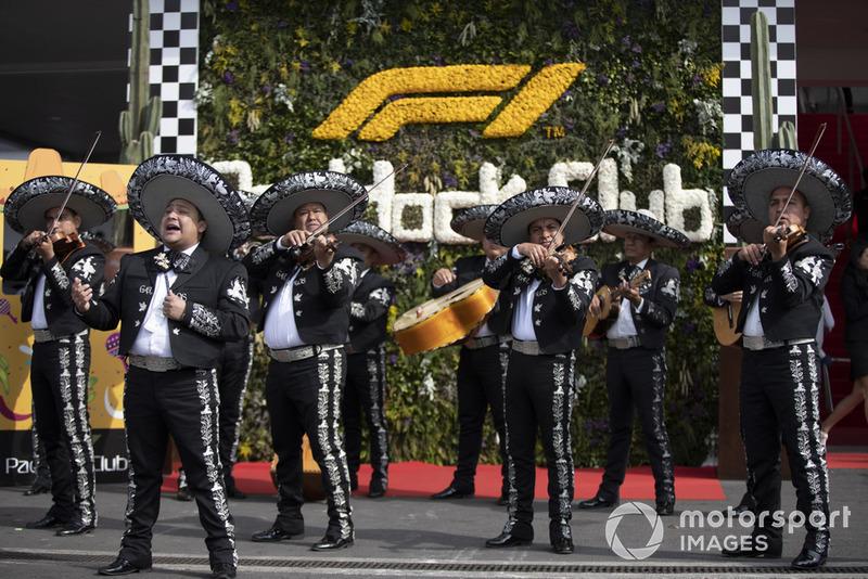 Un grupo de mariachis