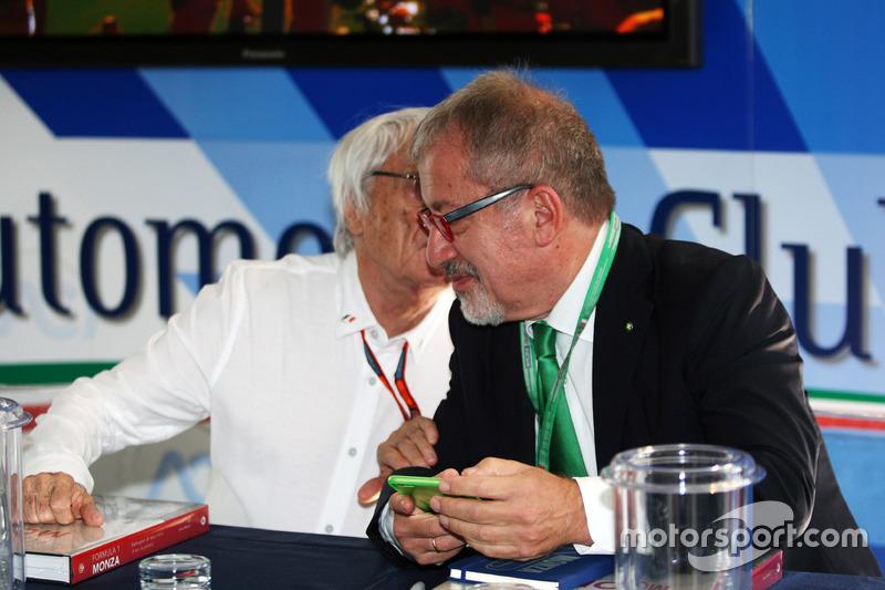 (Da sx a dx): Jean Todt, Presidente FIA con Roberto Maroni, Presidente della Regione Lombardia, all'