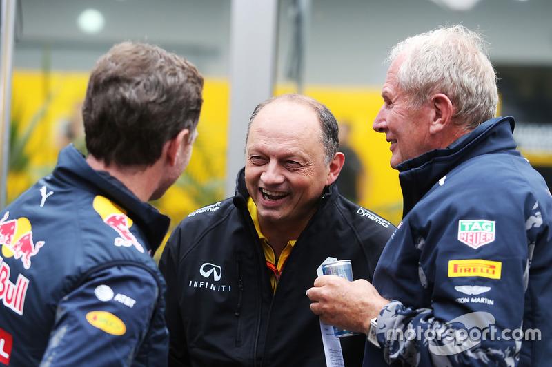 Руководитель Red Bull Racing Кристиан Хорнер, гоночный директор Renault Sport F1 Фредерик Вассёр, и спортивный консультант Red Bull доктор Хельмут Марко