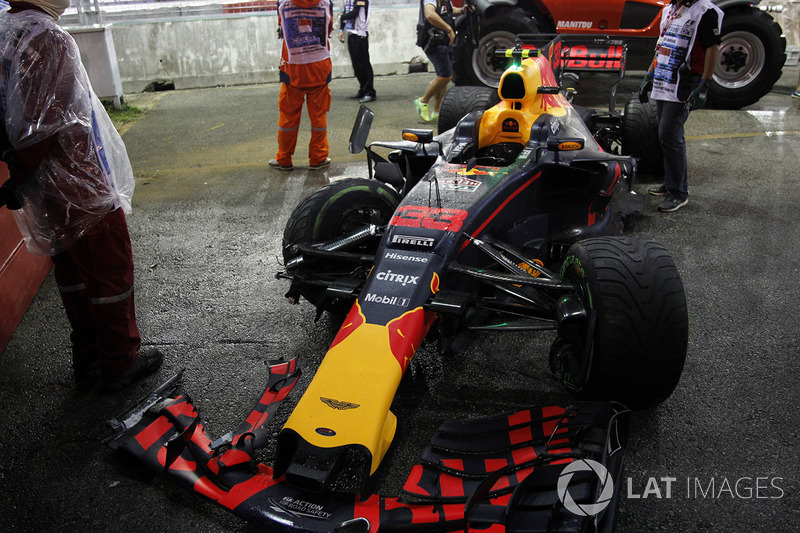 El coche chocado de Max Verstappen, Red Bull Racing RB13
