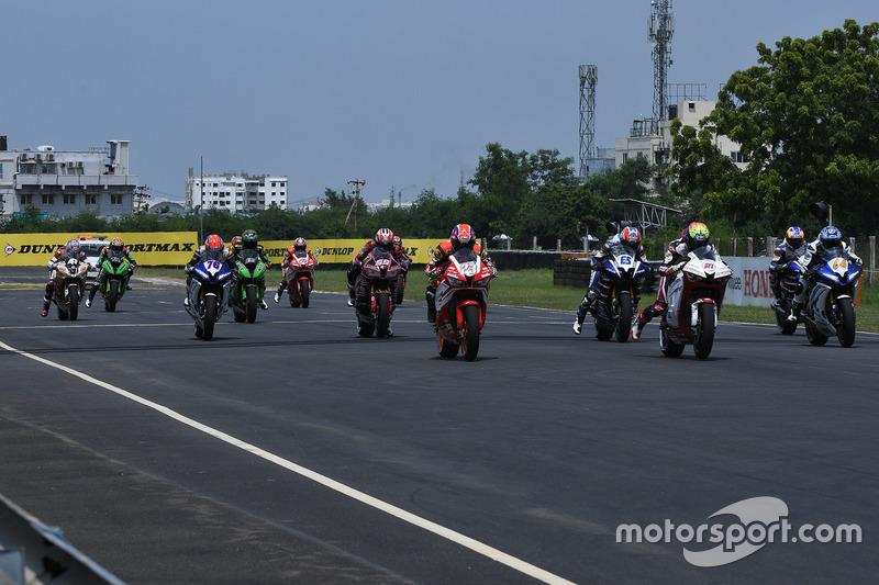Aksi start Race 1 Asia Production 250cc