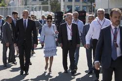Illham Aliyev, Presidente de Azerbaiyán, Chase Carey y Ross Brawn