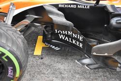 McLaren MCL32, side