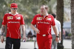 Kimi Raikkonen, Ferrari, with Dave Greenwood, Ferrari Race Engineer