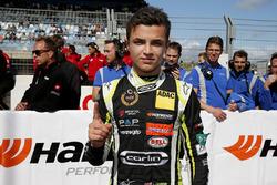 Il vincitore della gara Lando Norris, Carlin, Dallara F317