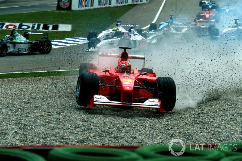 Start action, Crash of Michael Schumacher, Ferrari F1 2000 and Giancarlo Fisichella, Benetton Playlife B200