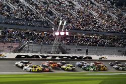 Restart, Kasey Kahne, Hendrick Motorsports Chevrolet leads