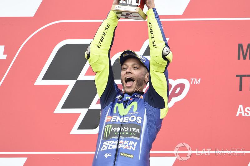 Pódio: Ganhador da corrida Valentino Rossi, Yamaha Factory Racing