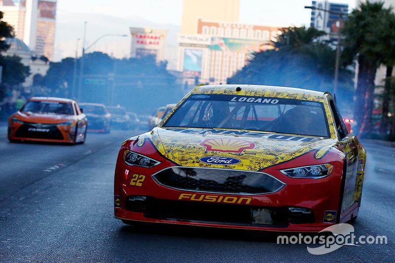 Joey Logano, equipo Penske Ford en las calles de Las Vegas
