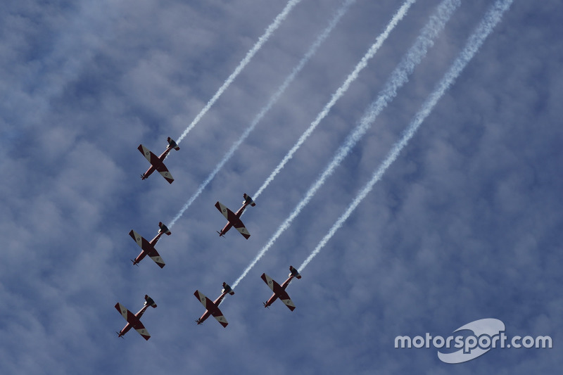 The RAAF aerobatic display team, The Roulettes, display for the crowds in their Pilatus PC-9C aircra