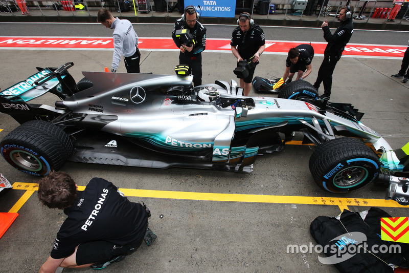 Valtteri Bottas, Mercedes AMG F1 W08, fermo fuori dal garage