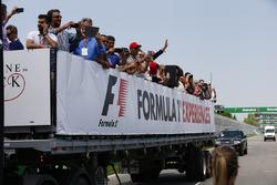 Parade mit Fans