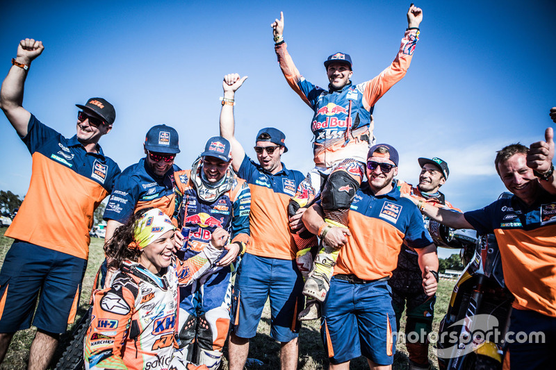 #19 KTM Racing Team: Laia Sanz, #14 Red Bull KTM Factory Racing: Sam Sunderland and #16 Red Bull KTM
