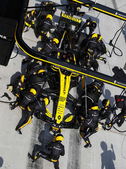 Nico Hulkenberg, Renault Sport F1 Team R.S. 18, makes a pit stop