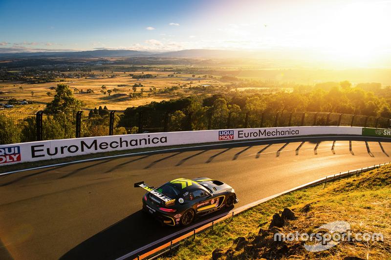 #55 Strakka Racing Mercedes AMG GT GT3: Nick Leventis, Lewis Williamson, Cameron Waters, David Fumaneli