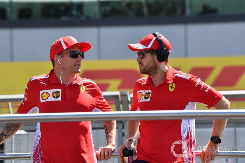 Kimi Raikkonen, Ferrari dan Sebastian Vettel, Ferrari ikuti parade pembalap