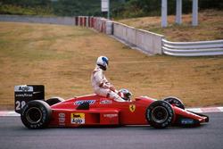 Gerhard Berger, Ferrari F1/87/88C, mit Derek Warwick, Arrows