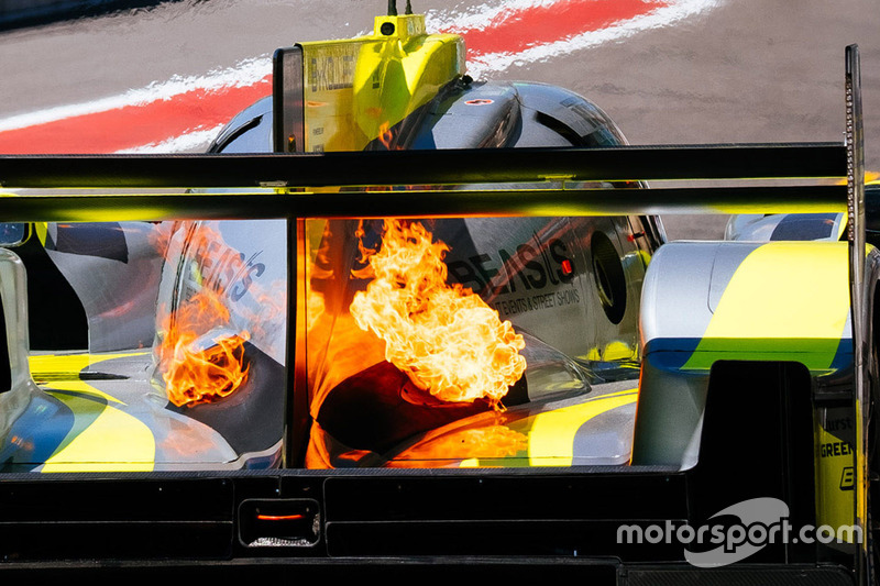 حريق سيارة رقم 4 فريق كولز ريسينغ، أوليفر ويب، دومينيك كريهامر