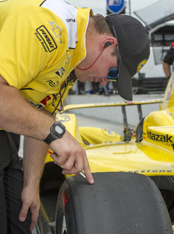 Helio Castroneves crewman, Team Penske Chevrolet