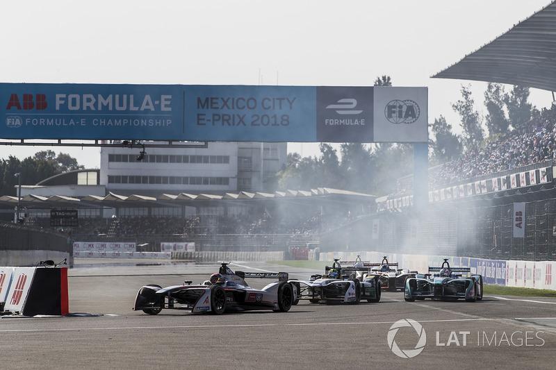 Edoardo Mortara, Venturi Formula E Team, leadsLucas di Grassi, Audi Sport ABT Schaeffler